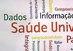Mosaico de palavras como saúde, participação social e universal