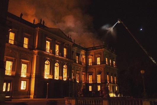 Incêndio Museu Nacional. Foto: Erick Dau/Farpa