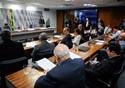 Foto de senadores reunidos