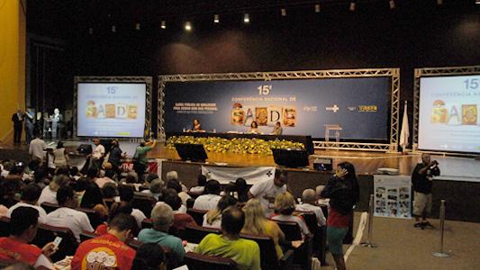 Foto de um dos salões de debate da conferência