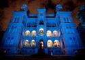 Castelo iluminado de azul