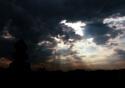 Sol atrás de nuvens