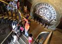 Pessoas visitando o castelo Fiocruz