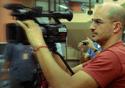 Homem filmando