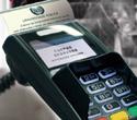 Máquina de cartão com os seguintes dizeres na tela: compra aprovada: imprimindo diploma
