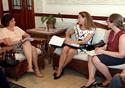 Nísia Trindade conversando com a cônsul geral do Canadá