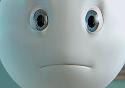 Detalhe do rosto do personagem Zé Gotinha, com semblante triste