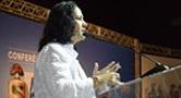 Foto da presidente do Conselho Nacional de Saúde falando, durante a Conferência Nacional de Saúde