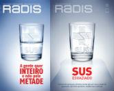 capas de duas edições da Radis uma com o copo meio cheio e outra com ele rachado