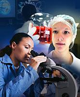 Na fotomontagem, uma jovem de jaleco usa um microscópio; outra observa um tubo de ensaio