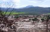 Paisagem de Mariana (MG) com rios de lama