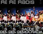 Capas sobrepostas da Revista Radis, escrito 'Saúde é Democracia'