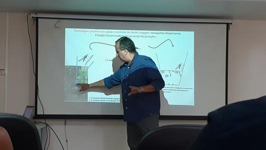 Sérgio Luz apresentando a pesquisa