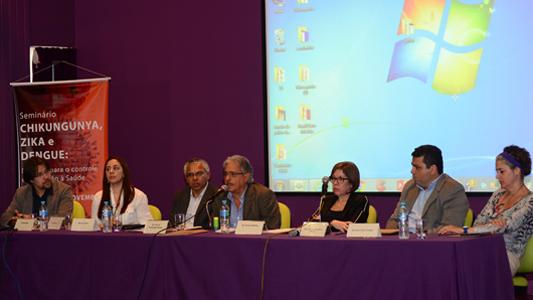 Fotos dos participantes da conferência de abertura