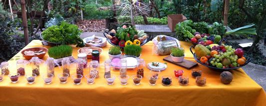 Mesa de frutas, verduras e legumes