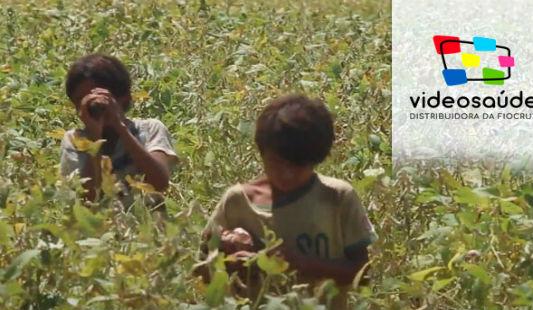 Crianças em uma plantação
