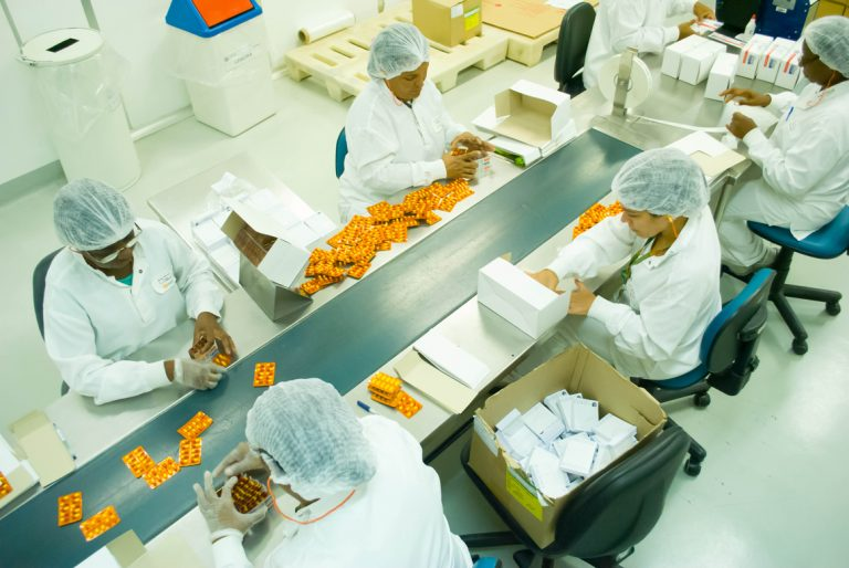 Farmanguinhos é uma referência na produção de medicamentos (Arquivo)