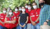 Técnicos e enfermeiros reunidos