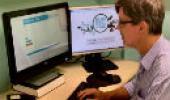 Estevão Portela trabalhando