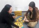 Duas mulheres jogando